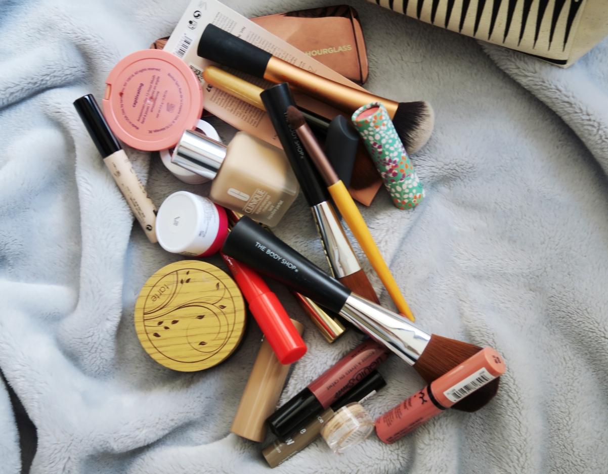 Let's start with brushes. Normally I wouldn't actually keep brushes in my makeup bag, but I had taken this bag away with me for the weekend so I had put ...